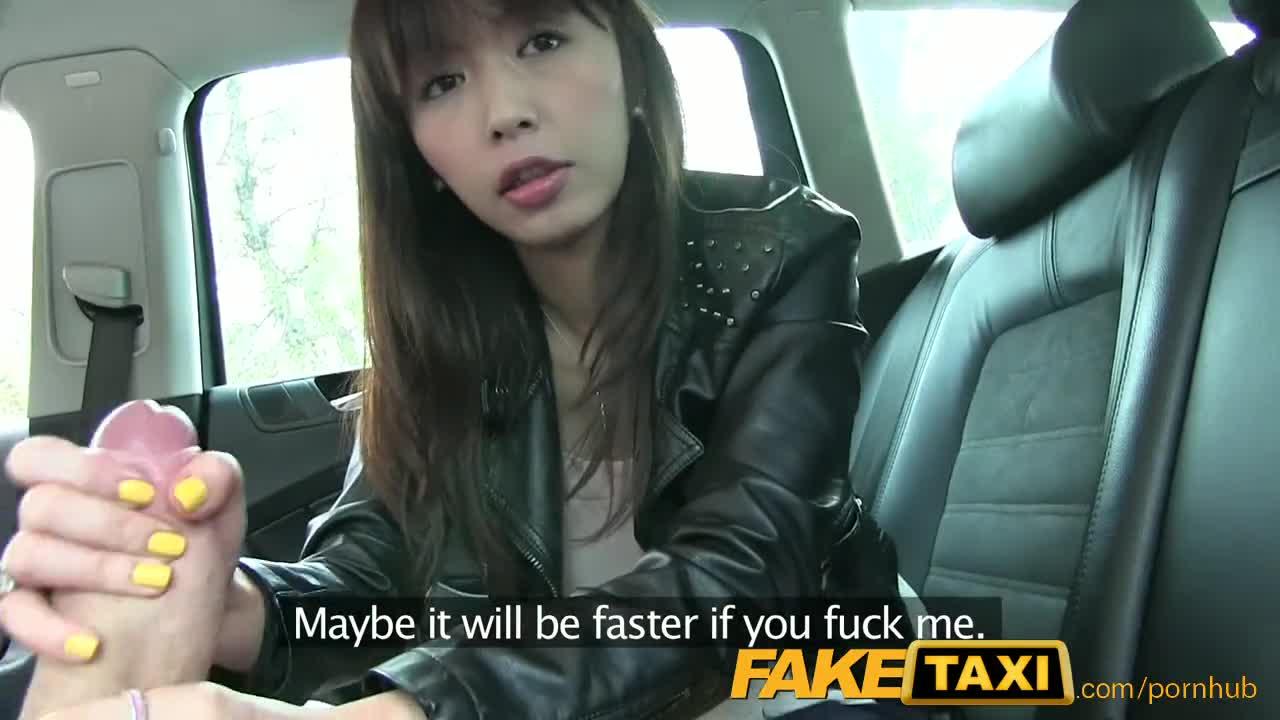 Faketaxi中国人旅行者は彼女の張り詰めたまんこちょい入れを取得しますビデオ-tokyoporns.com